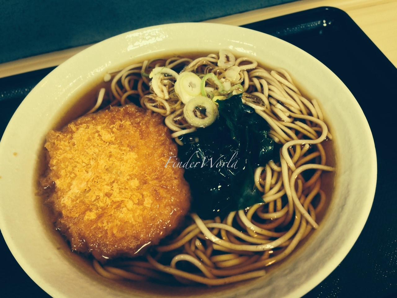 富士そばのコロッケそば。誰が食うんだと思っていたら、いつの間にか私が常食している件