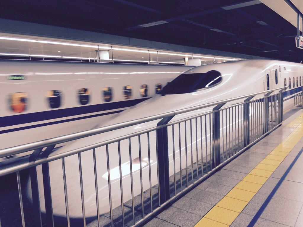 JR品川駅で新幹線を待ちながらコンセントとWi-Fiが使えるエリアを発見♪