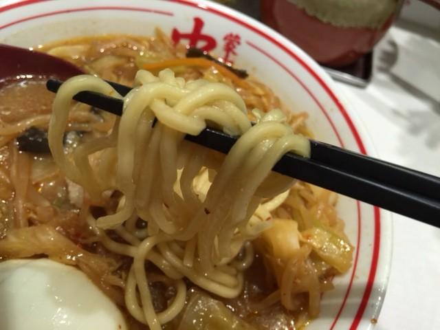 蒙古タンメン中本デビュー!終盤はお酢を入れると酸味が効いて味の変化を楽しめた!