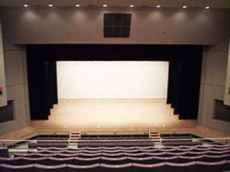 コンサートホールの最後尾イメージ